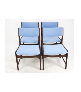 Komplet 4 teakowych krzeseł jadalnianych.